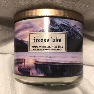 Bath & Body Works 3-Wick Candle Frozen Lake
